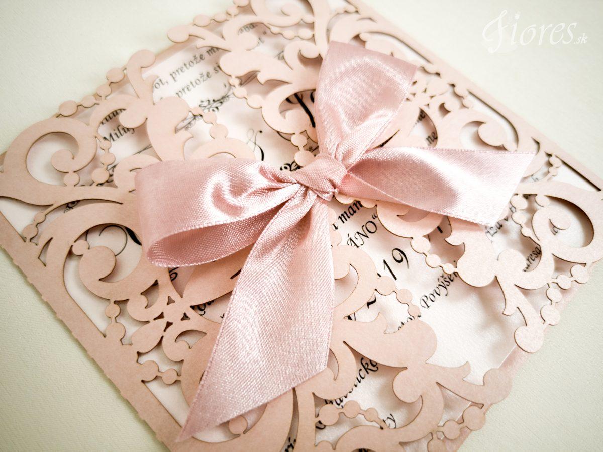 """Vyrezávané svadobné oznámenie """"Romantická ružová"""" Detail"""